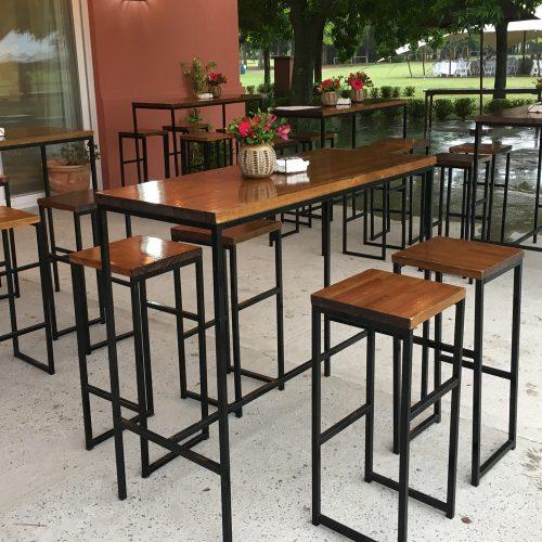 Mesas altas y banquetas
